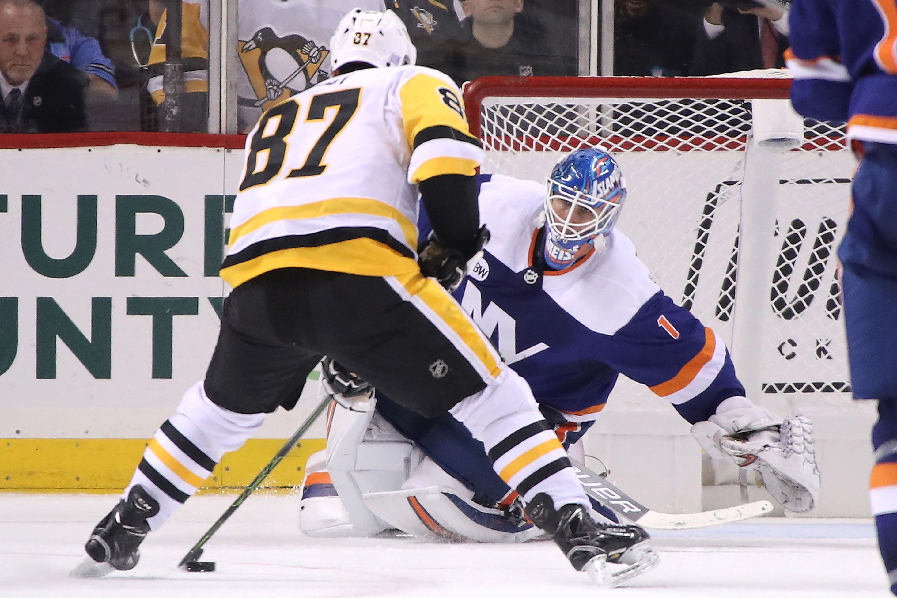 Islanders Will Stay Unbeaten At Coliseum By Beating Penguins