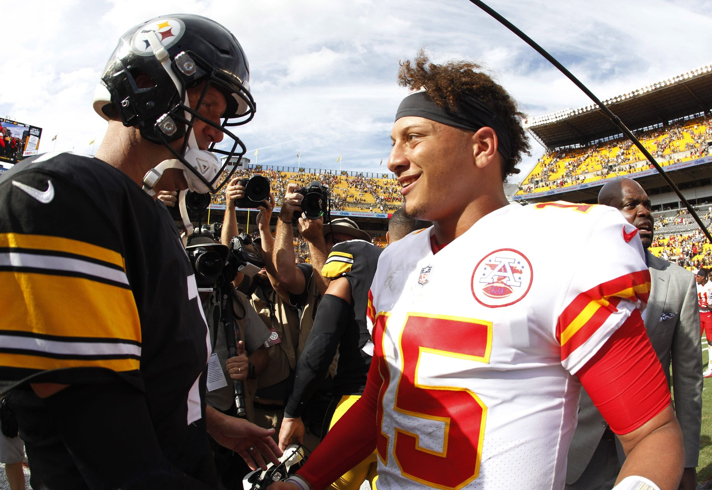 Roethlisberger, Mahomes Duel For Passing Yardage Title In Week 17