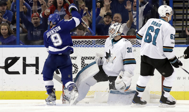 Lightning  Streak Continues With  8th Straight Over Sharks