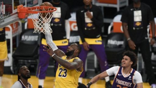 Warriors vs. Lakers NBA Picks: New-Look L.A. Favored at Home